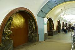 Sculptures dans la station de métro Ploshchad Revolutsii