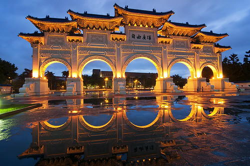 中正 紀念堂 - Chiang Kai-shek Memorial Hall  after the rain - Taipei