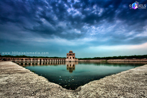 old city pakistan light sky brown sun white black color reflection green art love beach colors grass clouds dark lens photo nice nikon focus view image fort 10 royal 400 falcon shutter inside years punjab lahore hdr minar shah hussain qila focal hiran shahbaz flickraward d300s