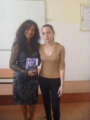 regalando a Penka mi poemario Esperanza traducido al bulgaro