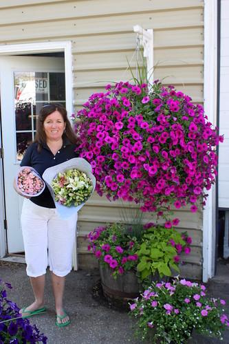 How To Make Round Hanging Flower Baskets : Diy wedding flowers tutorial wildflower garden flower