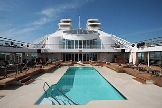 Seabourn Quest pool deck