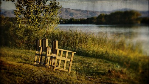 morning light foothills lake canon wooden chairs grunge dirty shore 16x9 t1i
