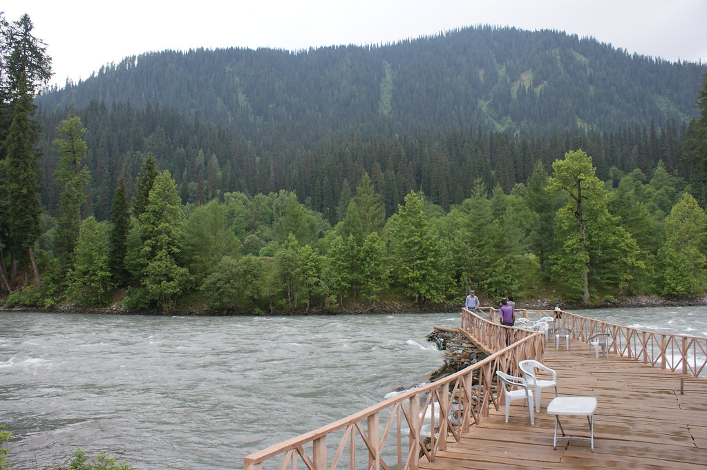 """MJC Summer 2012 Excursion to Neelum Valley with the great """"LIBRA"""" and Co - 7595769796 00d420c631 b"""