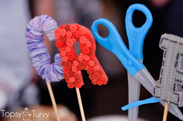 craft-wars-logo-cake-yarn-buttons-scissors