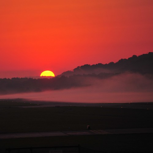 fog sunrise cincinnatiohio lunkenairport nikond700