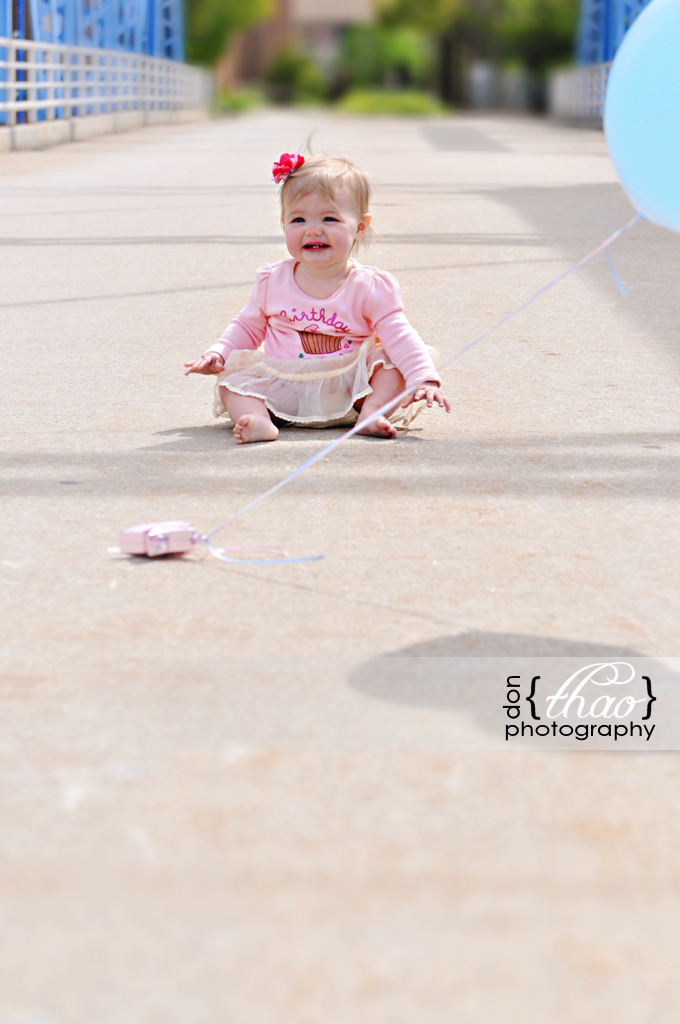 12 month toddler session in downtown grand rapids - donthaophotography.com