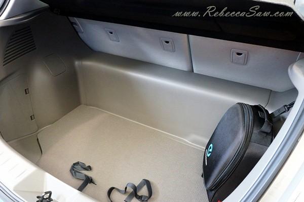 nissan leaf - all electric car-009