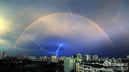 转贴的:海南-海口-上空的彩虹和闪电同辉