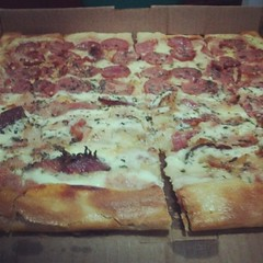 sicilian pizza, pizza cheese, pizza, baked goods, food, focaccia, dish, cuisine,