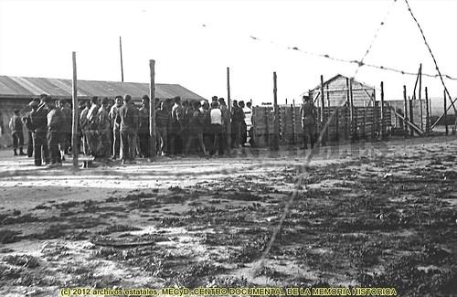 Campo de concentración de Bram, Francia, 29 y 30 de mayo de 1939. by Octavi Centelles