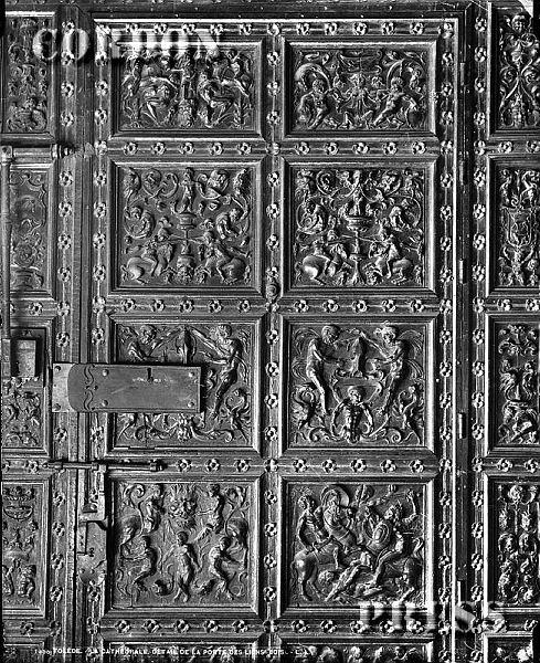 Detalle de la Puerta de los Leones de la Catedral de Toledo hacia 1875-80. © Léon et Lévy / Cordon Press - Roger-Viollet