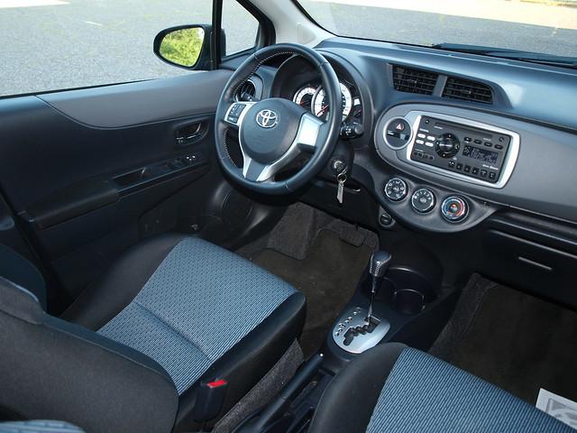 2012 Toyota Yaris SE 16