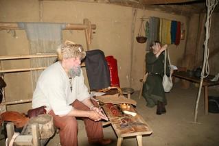 Rahseglertreffen Vorbereitungen - In dem Haus des Tuchhändlers [Haus Nr. 2] wird gelebt und gearbeitet - Museumsfreifläche Wikinger Museum Haithabu WHH 12-07-2012