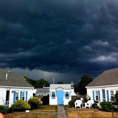 There's a storm a-rollin' in!!!!!