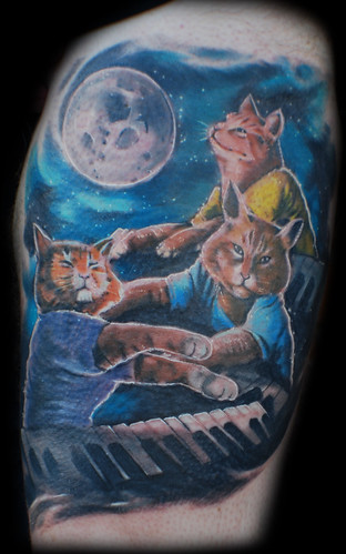 3 epic keyboard cats and a moon