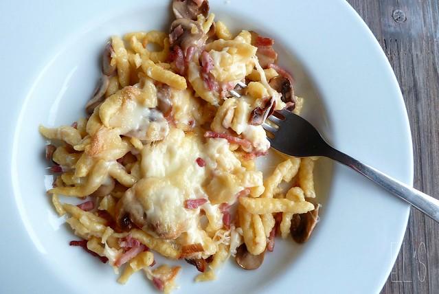 Gratin de sp tzles aux lardons champignons et raclette - Cuisiner champignons de paris frais a la poele ...