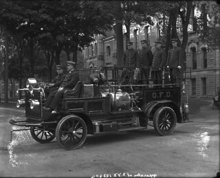 Apparatus of Ottawa Fire Department, Ottawa, Ottawa, Ontario / Équipement du Service d'incendie d'Ottawa, en Ontario