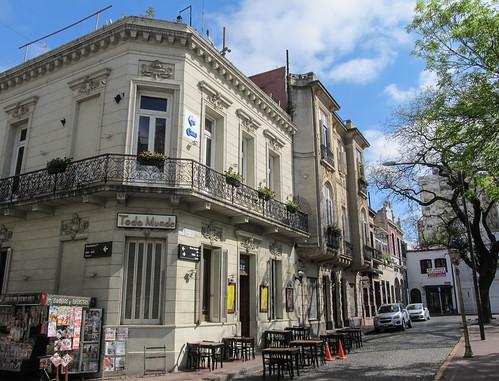 Buenos Aires: la Plaza Dorrego, dans le quartier San Telmo