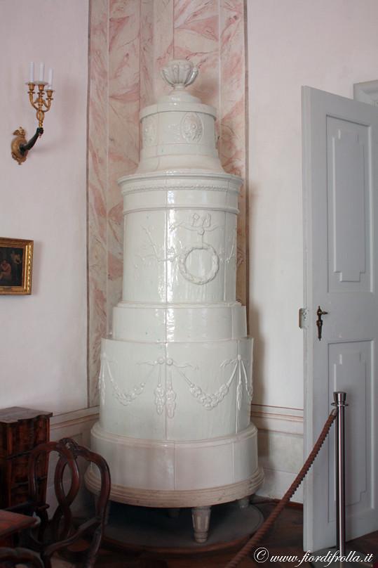 Castel Thun - stufa di maiolica