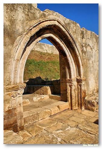 Ruínas do claustro de Santa Clara-a-Velha by VRfoto