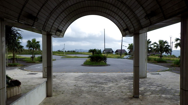 ANOTHER ONE BITES THE DUST --- The Once-Busy Entryway of Okinawa's Latest ABANDONED HOTEL
