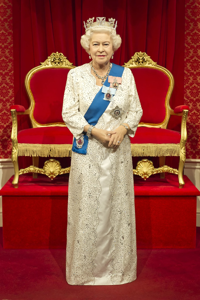 Kee Hua Chee Live!: QUEEN ELIZABETH II GETS A FACE LIFT