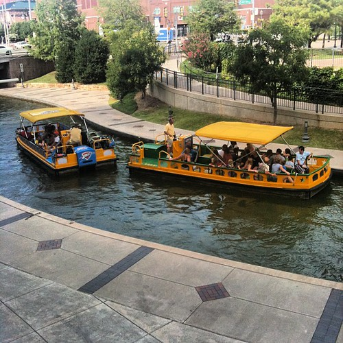 Tour boats in Bricktown