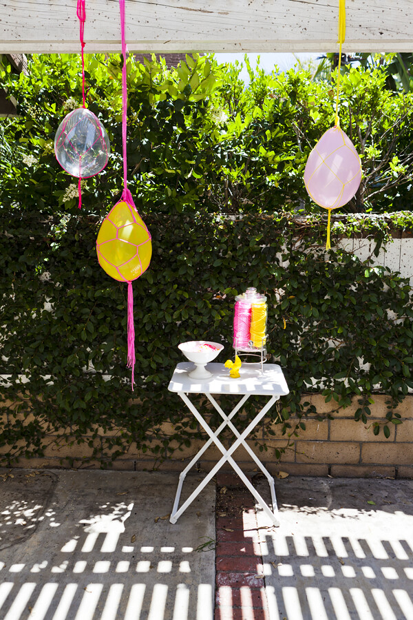Macrame-balloon-party-decor-diy-1