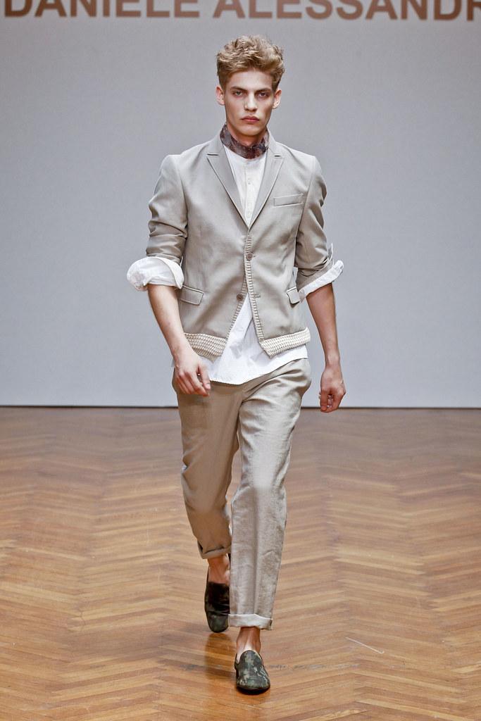 SS13 Milan Daniele Alessandrini028_Baptiste Radufe(fashionising.com)