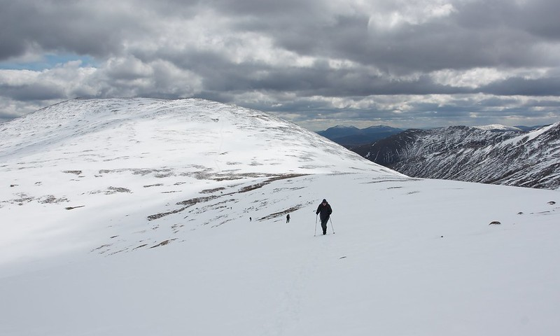 Ascending to the top of Creagan a'Choire Etchachan