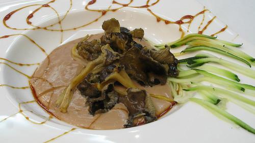 Mousse de foie con Cantarelus y lluvia de calabacín