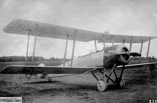 Avro airplane ready for flight, Canadian Aeroplanes Ltd., Toronto, Ontario, 1918 / Appareil d'Avro en état de voler, Canadian Aeroplanes Ltd., Toronto, Ontario, 1918