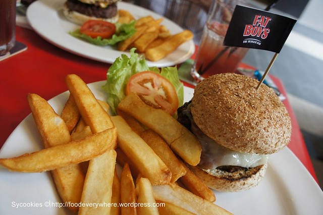 5.Build your own burger in 4 steps; RM23