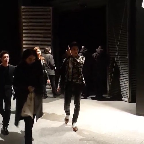 G-Dragon - Saint Laurent Fashion Show - 25jan2015 - oliviapwoo - 3