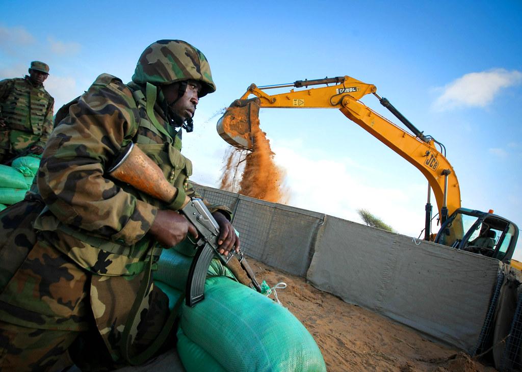 Armée Ougandaise/Uganda Peoples Defence Force (UPDF) - Page 2 6997960758_6de9737122_b