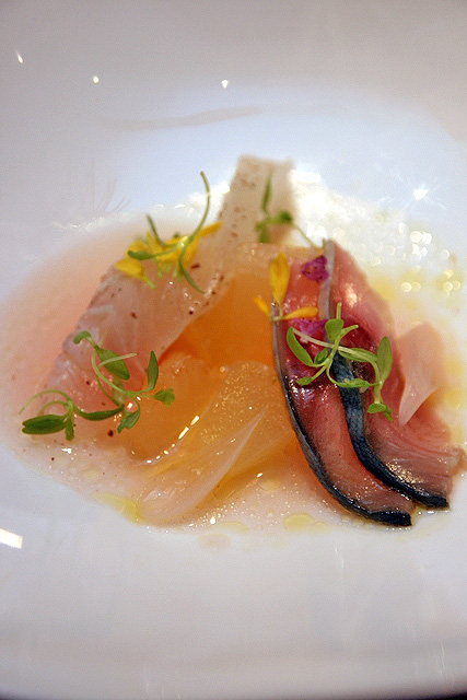 Cured rockfish, peach, vinaigrette Champagne rose