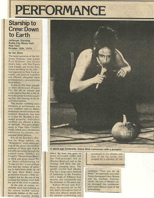 11/21/74 Rolling Stone Magazine (10/16/74 Jefferson Starship at Radio City Music Hall Review)