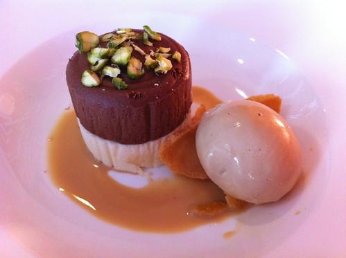 Logroño | Marisol Arriaga | Mousse de doble chocolate con pistacho y helado de café y Baileys