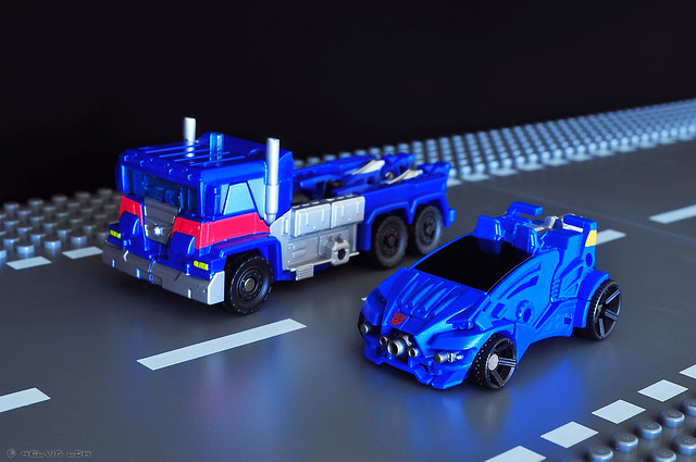 Ultra Magnus and Evac