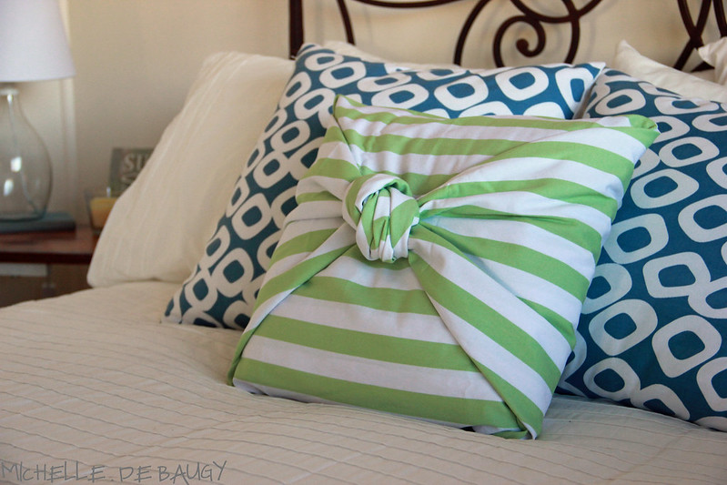 Diy Throw Pillow Cover No Sew : Our Life Down Unda: no sew pillow cover.