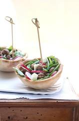 Ciotoline con polpettine, rucola, ravanelli e provolone