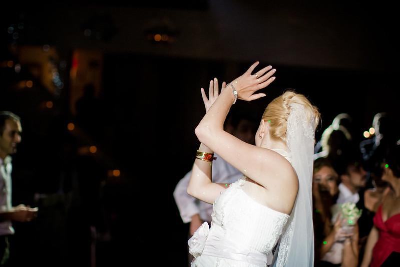 В чем вывозили жениха и невесту из бани
