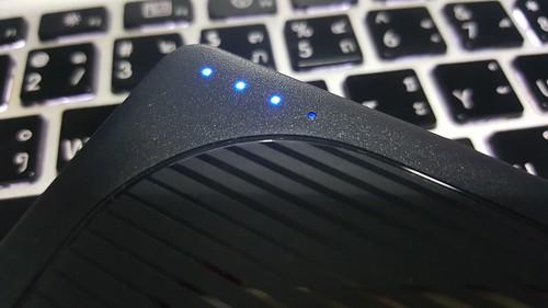 ไฟแสดงสถานะแบตเตอรี่ หรือ การก็อปปี้ไฟล์จาก SD card บน WD My Passport Wireless Pro