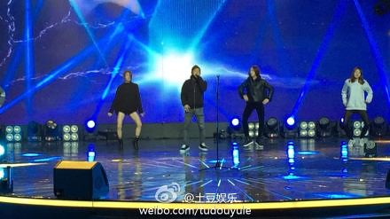 Taeyang-YoungChoiceAwards-Beijing-20141210-Rehearsals_5