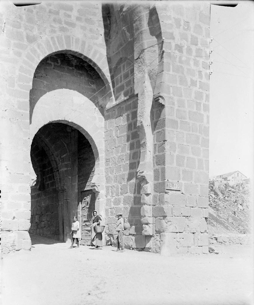 Puente de San Martín en los años 20. Detalle de una Fotografía de Otto Wünderlich. © Fototeca del Patrimonio Histórico