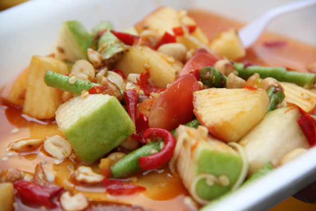 Som Tam Ponlamai (Spicy Fruit Salad) ส้มตำผลไม้