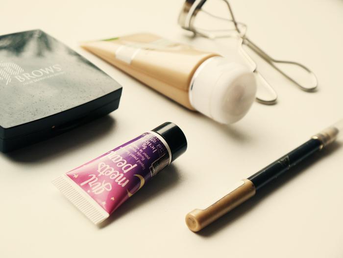 travel makeup essentials 2