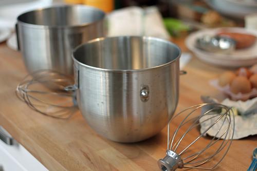2 mixer bowls