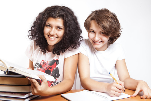無料写真素材, 人物, 女性, 人物  二人, 学生, 本・ブック, 勉強・宿題